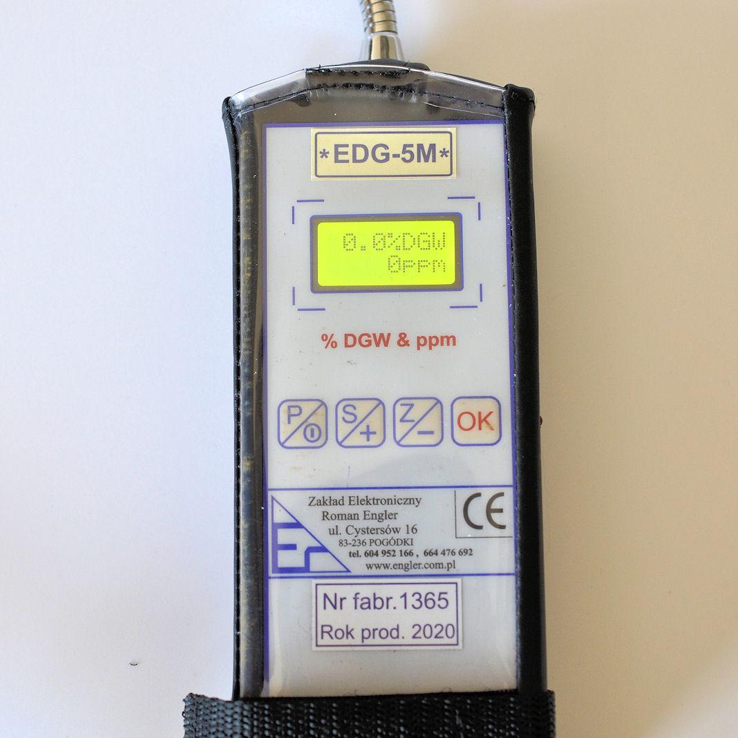 Przyrząd gotowy do szukania nieszczelności i oceny występowania metanu w atmosferze powietrza w pomieszczeniach