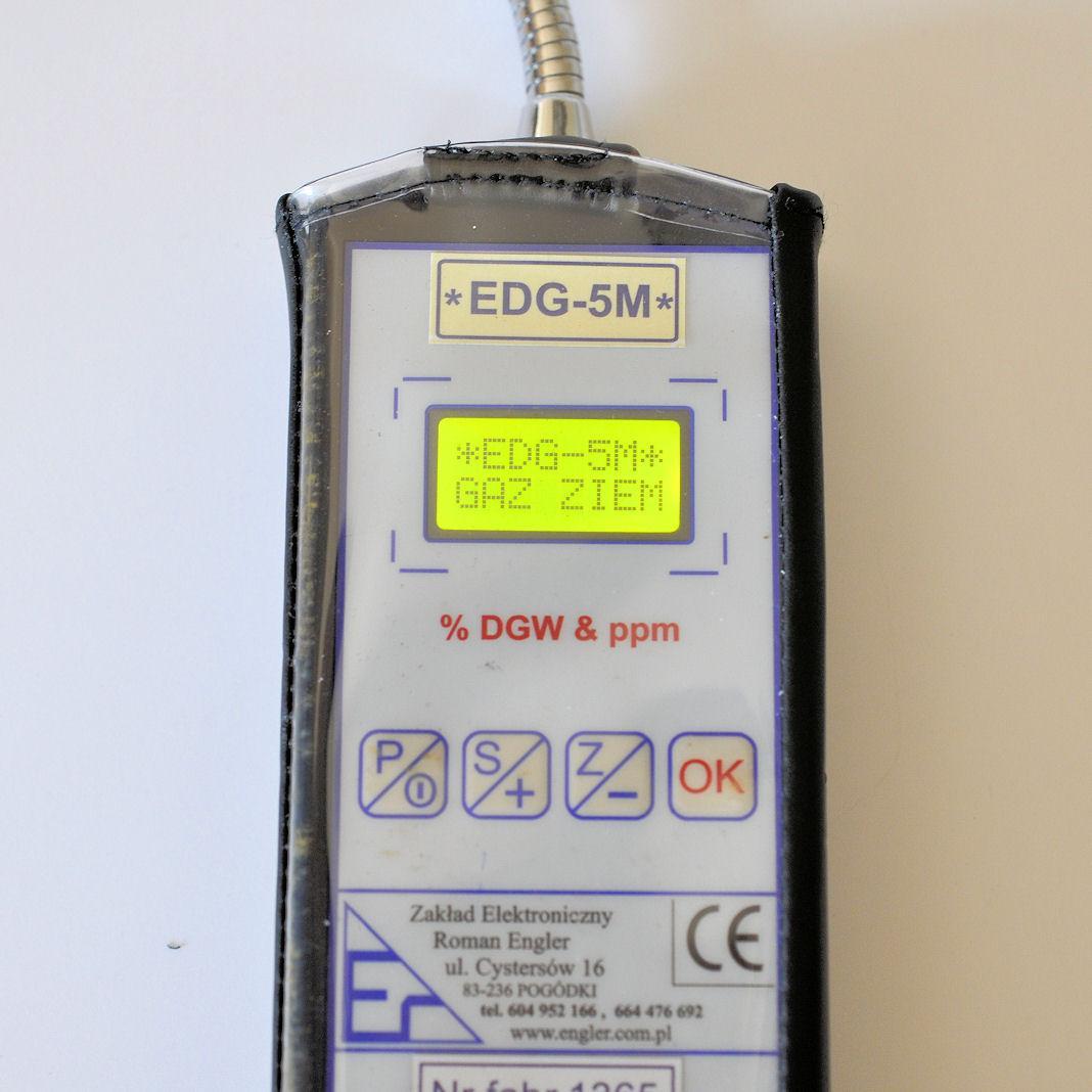 Przyrząd ustawiony do kontroli i wyszukiwania gazu ziemnego