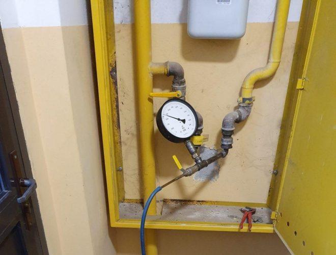 Urządzenie do przeprowadzania ciśnieniowej próby szczelności